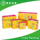 Sac bon marché de cadeau de Papier d'emballage de sac de papier avec des sacs de module de cadeau de fête d'anniversaire de traitement/mariage