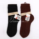Dame-Knie-hohe Socken mit Kabeln im doppelten Zylinder