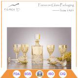Bottiglia e tazze di vino di vetro di stampa dorata
