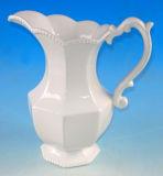 Cruche en céramique blanche pure de relief