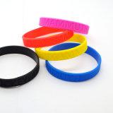 Form fertigen Firmenzeichen-Silikon-Armband kundenspezifisch an
