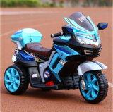 O carro de bebê grande da boa qualidade caçoa a motocicleta do pedal