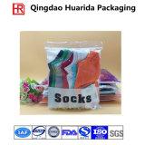 Calcetines plásticos del precio de fábrica OPP que empaquetan bolsos con el gancho de leva