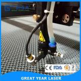 Doppelte Köpfe, die Laser-Ausschnitt-Maschine für Gewebe-Gewebe Selbst-Führen