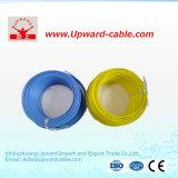 Casa da isolação do PVC que prende o fio elétrico