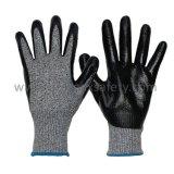 Schnitt 3 Hppe strickte Schnitt-beständige Handschuhe mit glattem Nitril