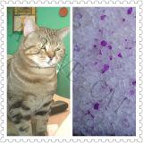La litière du chat de silicagel avec le pourpre ajoute