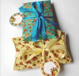 Малая цветастая коробка подарка рождества формы подушки с Bowknot