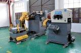 Automatische Zufuhr mit Decoiler und Strecker, der in der Presse-Maschine verwendet