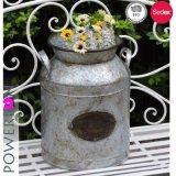 ぼろぼろのシックな庭の金属の植木鉢プランターホールダー