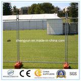 カナダは運動場によって電流を通された塀の一時塀を使用した
