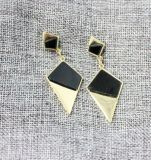 Einfacher und eleganter geometrischer Absinken-Ohrring