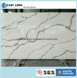 Laje artificial da pedra de quartzo da cor de Calacatta para a bancada da cozinha da parte superior contrária da parte superior da vaidade da parte superior de tabela