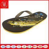 Il sandalo facile all'aperto tira i pistoni in secco per camminare