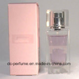 Perfumes da mulher com frasco bonito e o cheiro Charming