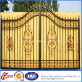 Puerta ornamental de la calzada del hierro labrado