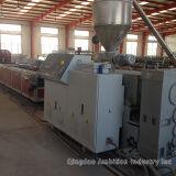 Im FreienWPC Bodenbelag-Strangpresßling-Maschine