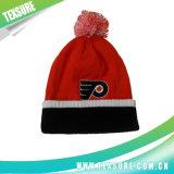 多彩な球の上(102)が付いている冬によって編まれる可逆帽子の帽子