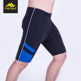 Compressione degli uomini che copre i pantaloni stretti per ginnastica