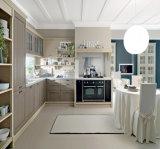 ラッカードアによってカスタマイズされる食器棚