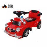 Bom passeio de venda do bebê no carro da torção do carro do balanço do carro