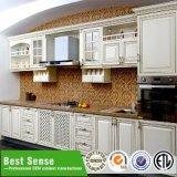 Самомоднейшая роскошная кладовка кухни твердой древесины