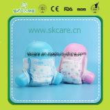 超薄い低価格の着色された使い捨て可能な赤ん坊のおむつ