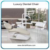 Luxuxform und bequemer zahnmedizinischer Stuhl