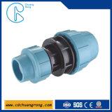 Raccords de tuyaux coudés mâles à compression en plastique recyclable PP