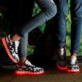 Weihnachtsfrauen und beiläufige LED helle Schuhe der Mann-für Tanzen