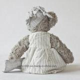 Новые детали заполнили плюшевый медвежонка с платьем