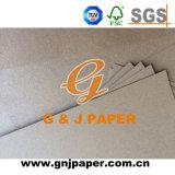 Gute Qualitätsunbeschichtetes geriffeltes Papier in der Rolle für das Kasten-Verpacken