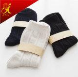Женщины упрощают носки цвета