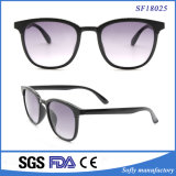 Gafas de sol negras de la manera de la lente UV400 del humo del marco para al aire libre