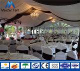 結婚披露宴のために飾られる白いPVCが付いている党玄関ひさしのテント