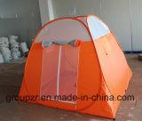يفرقع [كمب تنت] خارجيّة فوق خيمة