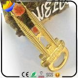 L'aimant en alliage de zinc de réfrigérateur en métal de forme de tours de Petronas de Golding de la Malaisie Slap-up de placage et peut être multifonctionnel utilisé pour l'ouvreur de bouteille