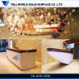 150 de soorten ontwerpen de L-vormige Commerciële Witte Marmeren Teller van de Staaf van het Hotel voor Verkoop, Modern Countertop van de Staaf van het Hotel Ontwerp