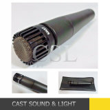 Microphone Sm57 vocal de câble tenu dans la main pour le karaoke/étape