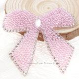 Kundenspezifischer 7cm Bling der Diamant-Motiv-Rosa-Basisrecheneinheits-BogenRhinestone Badges Änderungen am Objektprogramm (HF-Rosafarbenen Bogen)