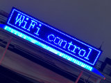 P10 파란 실내 LED 표시 무선 및 USB 풀그릴 회전 LED 달리기 전시 40X8 인치 LED 게시판