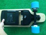 Elektrisches vierradangetriebenSkateboard mit entfernter Batterie