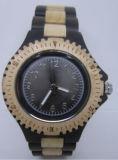 Fashiobの人の木の腕時計