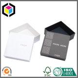 Duas partes tiram a caixa de papel do presente da jóia do cartão da tampa