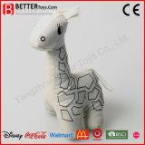 Feito no Giraffe do brinquedo dos animais enchidos de China para desenhar dos miúdos
