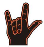 Duas mãos da espuma da esponja dos dedos com logotipo do cliente