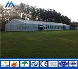 Grande barraca ao ar livre do famoso do partido com decoração bonita