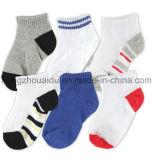 Hochwertige bunte Baumwollbaby-Socke