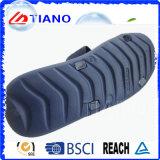 Новая форма продает мягкие крытые тапочки оптом людей PVC бортовые (TNK24949)