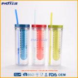 Taza plástica colorida al por mayor con la paja